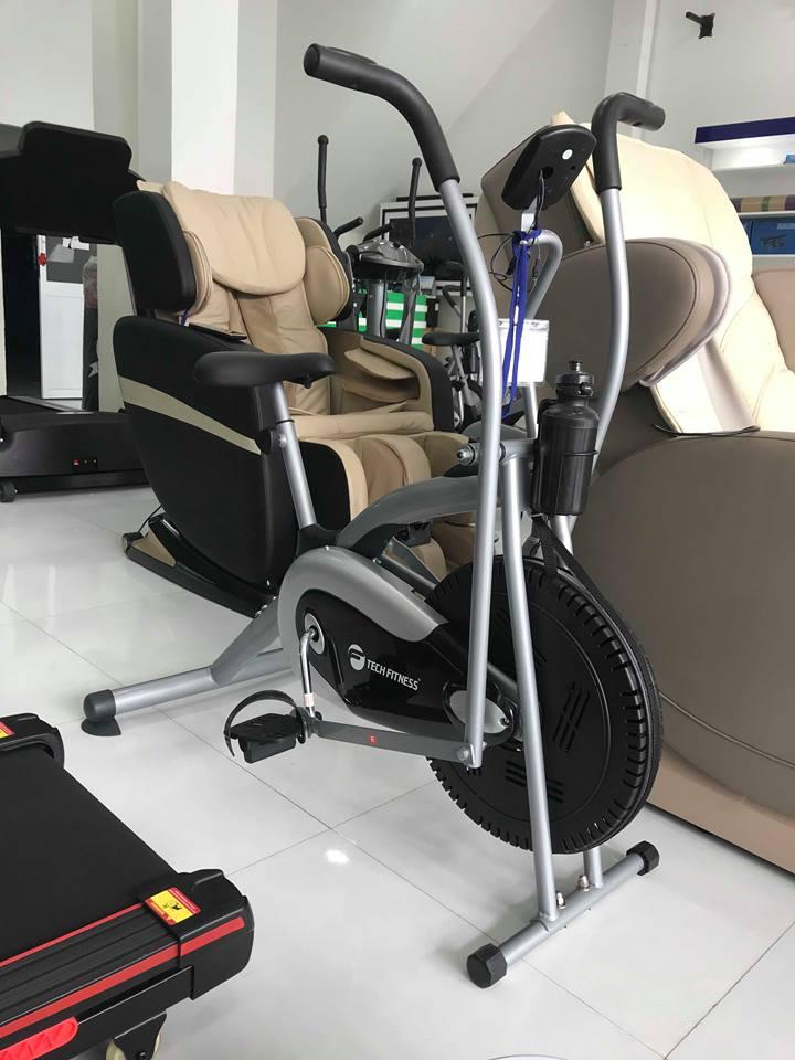 Đế xe được thiết kế miếng mút cao su chắc chắn giữ xe ổn định.