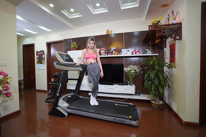 Máy chạy bộ Tech Fitness TF-20AS thiết kế chắc khỏe tinh tế.
