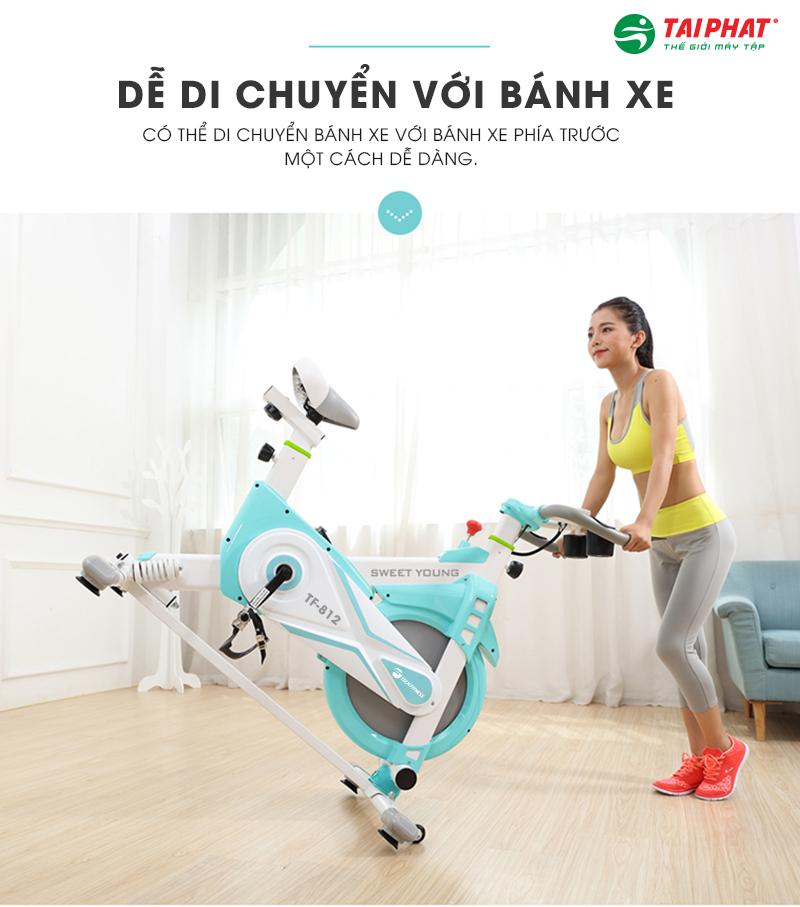 Xe đạp tập thể dục được trang bị hệ thống bánh xe thông minh thuận tiện di chuyển