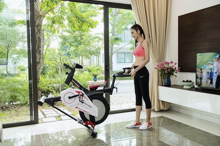 Hệ thống bánh xe tiện ích giúp bạn dịch chuyển máy nhẹ nhàng, đơn giản.