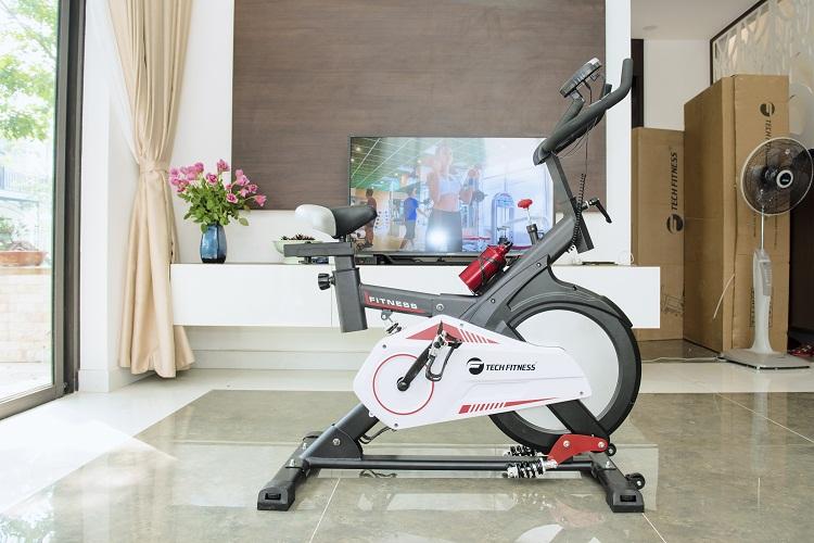 Xe đạp tập thể dục Tech Fitness TF-990 một sự đột phá mới trong thiết kế.